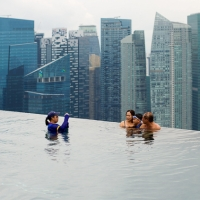 Photographer at the Marina Bay Sands SkyPark Infinity Pool, luxury 5* Hotel. Singapore.  © Jess Hurd/reportdigital.co.uk Tel: 01789-262151/07831-121483   info@reportdigital.co.uk   NUJ recommended terms & conditions apply. Moral rights asserted under Copyright Designs & Patents Act 1988. Credit is required. No part of this photo to be stored, reproduced, manipulated or transmitted by any means without permission.