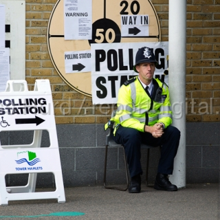 Police officer on duty at a Tower Hamlets Polling Station. General Election. East London.  © Jess Hurd/reportdigital.co.uk
