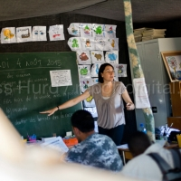 Migrants learn French in a makeshift school. Jenny is a French teacher who volunteers her time to teach in the Calais refugee camp known as The Jungle. France.  © Jess Hurd/reportdigital.co.uk