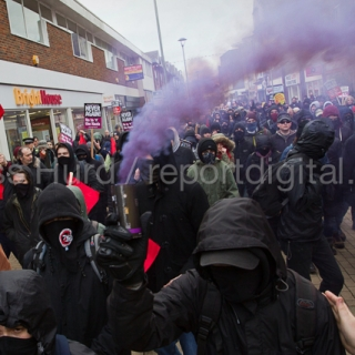 Kent Anti Racism Network protest against the National Front anti refugee protest in Dover. © Jess Hurd/reportdigital.co.uk